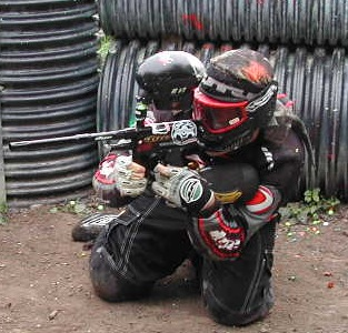 En octobre, julien en action sur le speedball de Paintball paris